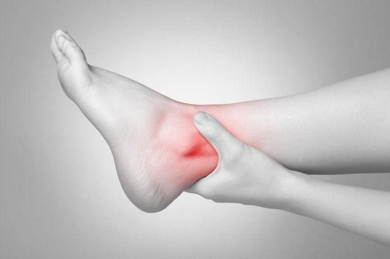 ۶ درمان برای پیچ خوردگی مچ پا