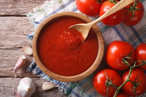 homemade antioxidizing and anticarcinogenic tomato sauce to serve with eggplant meatballs