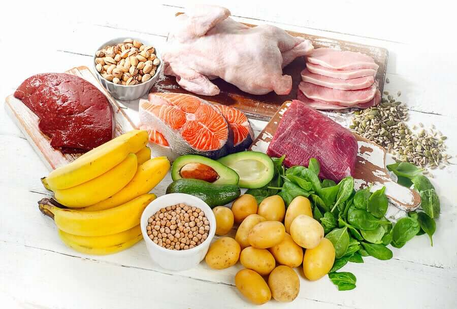 Healthy foods, like lean meats, fruits, vegetables, and nuts.