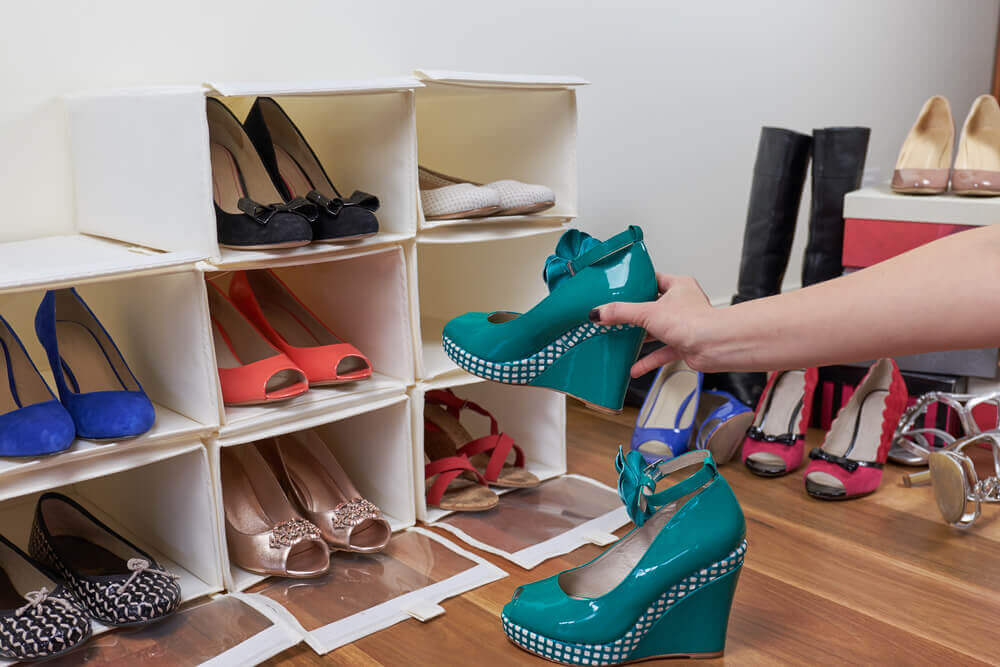 Build a Shoe Stand with These Two Basic Materials