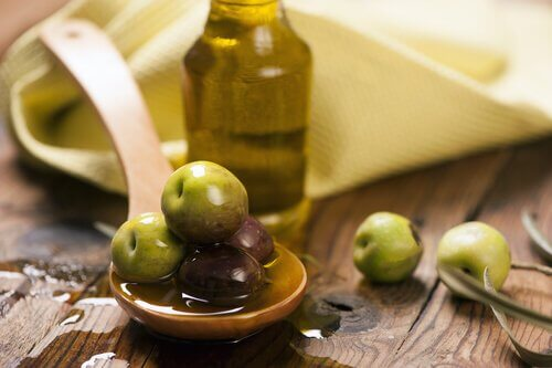 olives and olive oil to relieve constipation