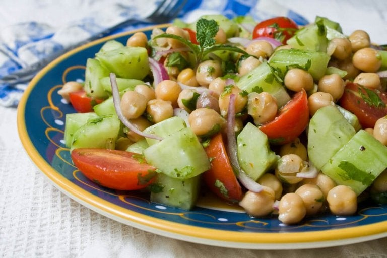 Four Delicious Recipes to Make Chickpea Salad
