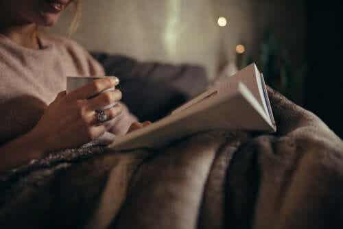 The Benefits of Reading at Night for Your Brain
