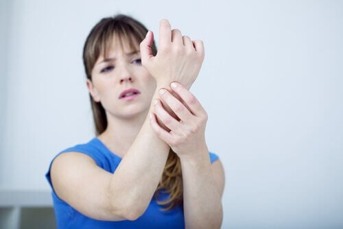 Woman with Carpal tunnel pain