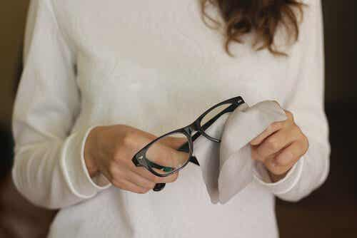 Get Rid of Scratches on Glasses with These 6 Tricks