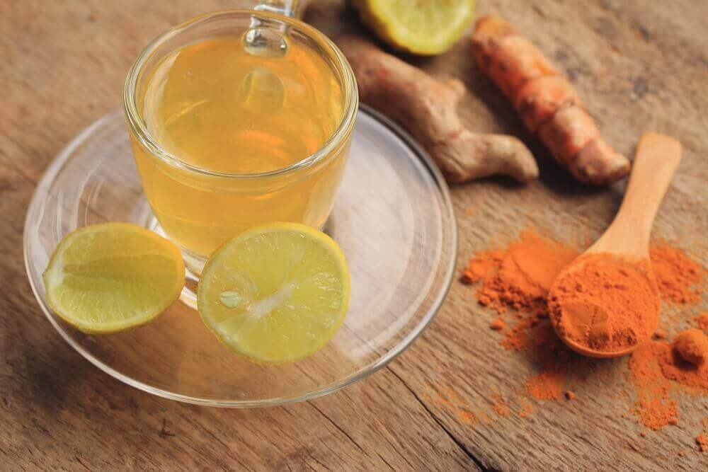 A cup of ginger and turmeric remedy for joint pain relief.