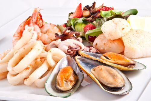 Different kinds of seafood.
