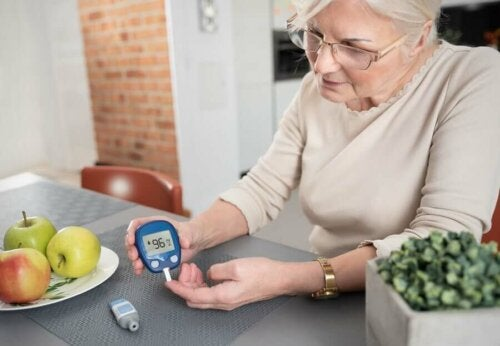 woman monitoring blood sugar levels; bay leaves for diabetes