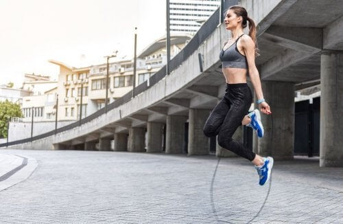A woman jumping rope.