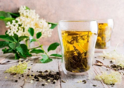 Remedies for allergies: Elderflower infusion.