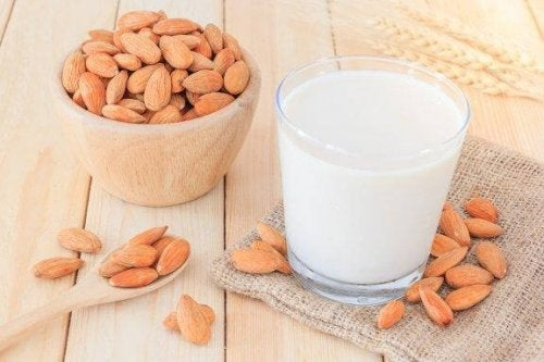 How to Make Almond Milk to Lose Weight