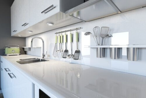 Tricks to better organize your kitchen so it can look like this.