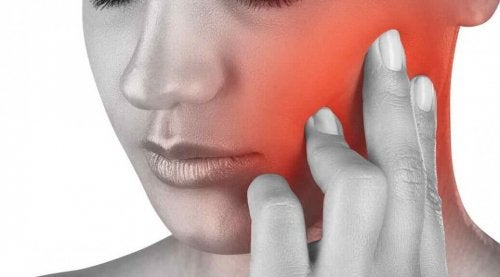 Here are some remedies to soothe jaw pain.