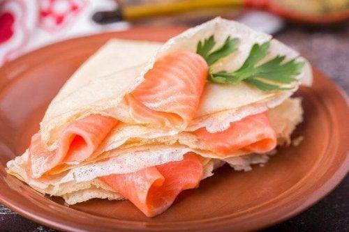 Some smoked salmon blinis.