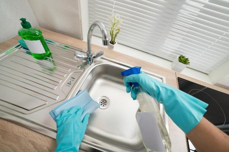 Six Ways to Clean and Disinfect the Sinks in Your Home