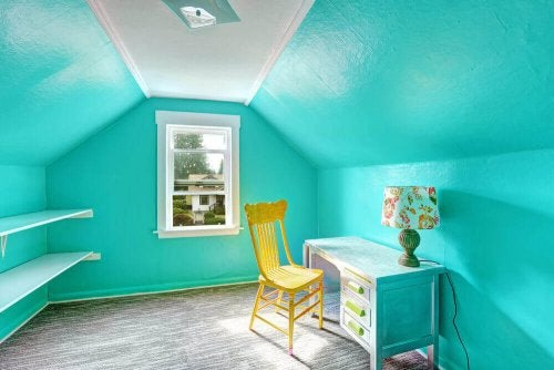 Best colors for a child's bedroom: A room with vibrant blue walls with a desk, a lamp and a yellow chair.