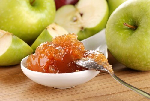 Homemade jelly with apples actually prevents constipation.