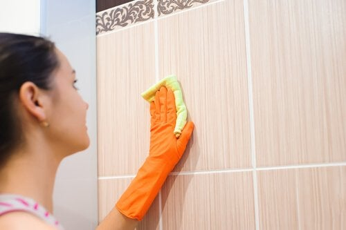 Woman cleaning the tiles