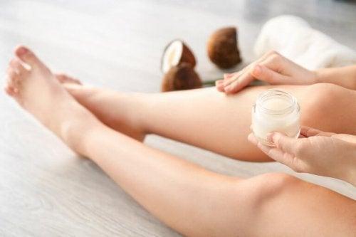 Coconut vinegar for cosmetic purposes