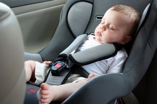 A baby sleeping in the car.