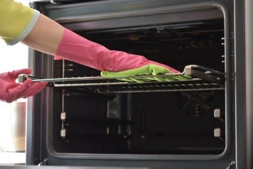 Seven Ways to Clean Your Oven Trays