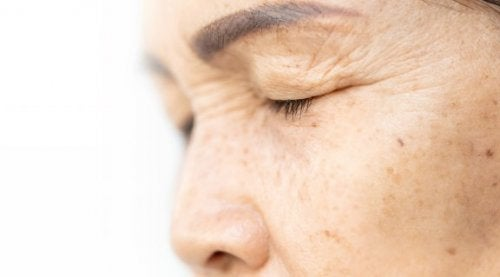 Lift Your Eyelids with 4 Natural Ingredients
