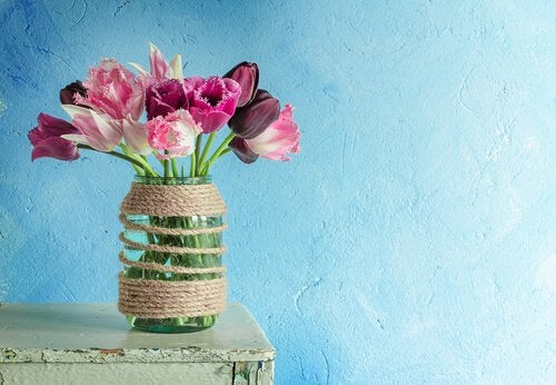 You don't need to spend a lot of money to clean your glass vases.