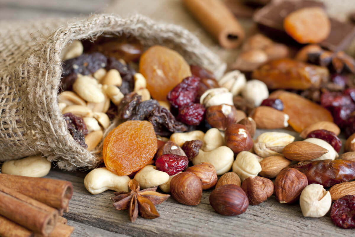 Dry fruits and nuts.