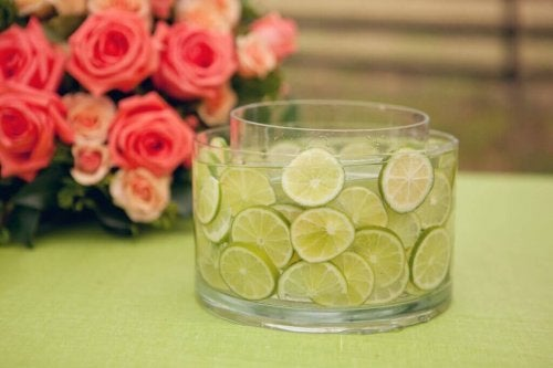 A centerpiece made with lemons.