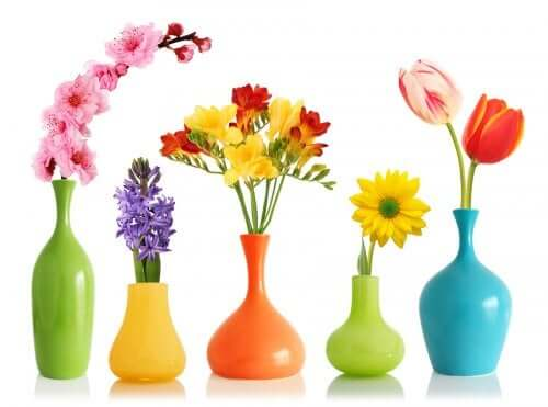 Decorative vases.