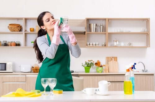 Five Alternative Uses of Glass Cleaner You May Not Know