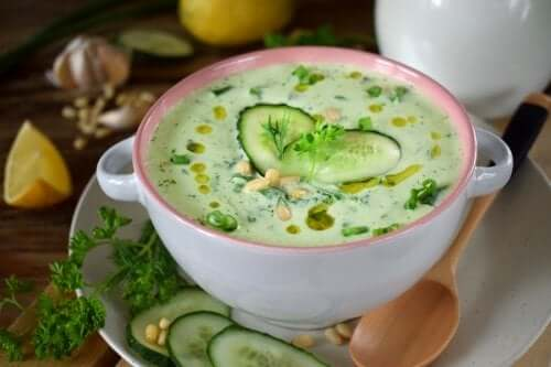 Low-Calorie Cucumber and Avocado Soup
