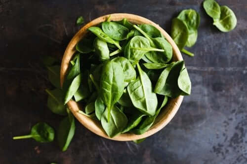 Spinach for treating anemia contains iron