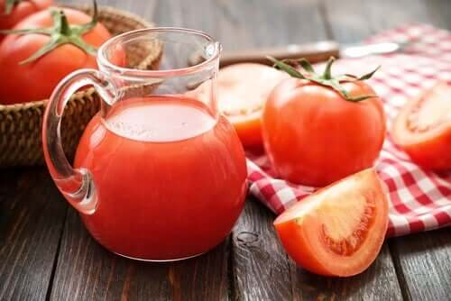 Tomato juice can help provide lycopene and iron