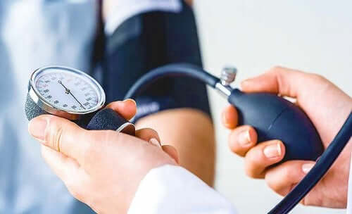 A blood pressure gauge.