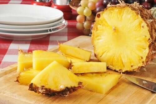 A cutting board with pineapple.