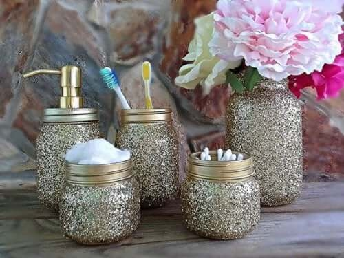 A set of glass jars for the bathroom.