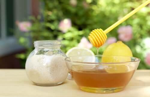 Sugar and honey scrub brighten dark spots