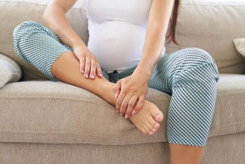 A pregnant woman with leg pain.