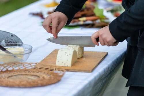 The Top Tips for Cutting Cheese