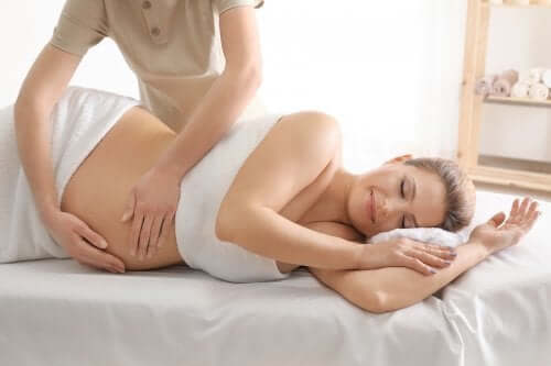 A pregnant woman getting a massage.