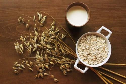 An arrangement of oatmeal.
