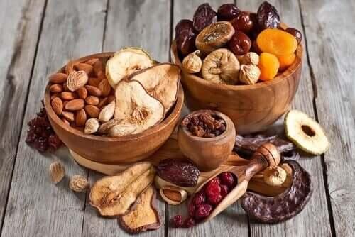 Behåll vikten med torkade frukter och nötter.