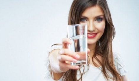 Drinking water to relieve interstitial cystitis