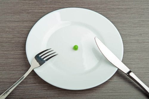 A plate with a pea.