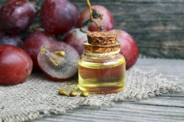 Learn How to Make an Anti-Wrinkle Night Cream with Grapeseed Oil