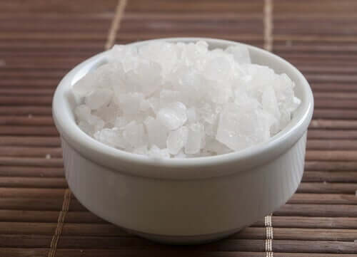 A bowl of Magnesium Chloride.