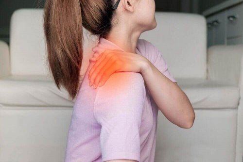 A woman with shoulder pain.