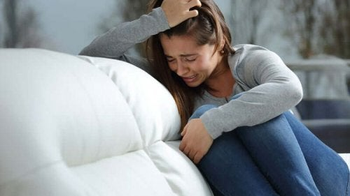 Woman crying on sofa how to deal with obsessive thoughts.