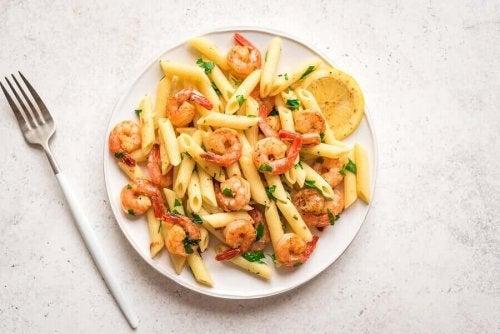 A plate of shrimp scampi pasta.